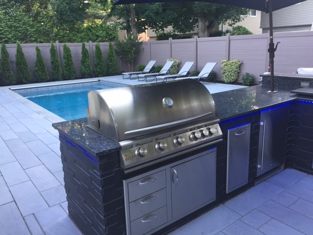 Norstone Aksent Ebony Modern Stone Paneling used on an outdoor kitchen with large Stainless Steel grill
