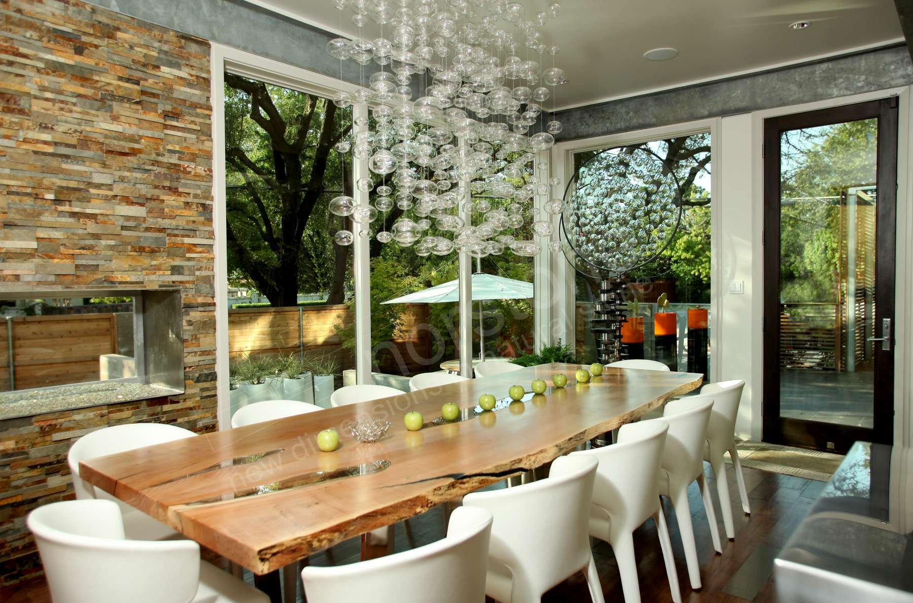 How furniture can be paired with natural stone veneer walls to enhance the design of a space