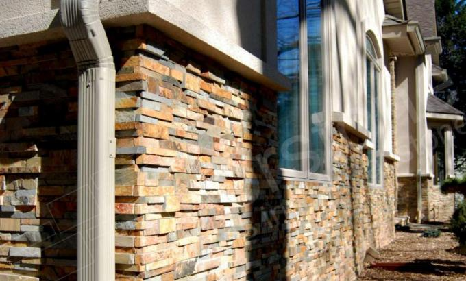 Natural Stacked Stone Veneer Wainscot