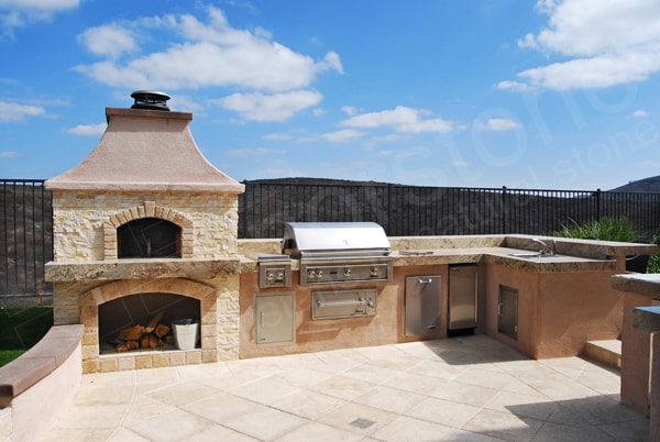 Norstone Ivory Rock Panels used in a large outdoor kitchen with pizza oven